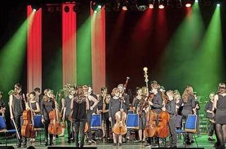 Das Barockorchester und das Klezmerensemble der Städtischen Musikschule musizieren gemeinsam im Orchestersall der Musikschule Lahr