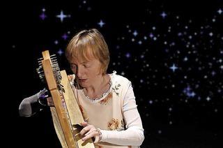 """""""Sternentraum"""" mit Christine Högl und ihrer keltischen Harfe gibt es am Donnerstag, 9. März im Planetarium Freiburg"""