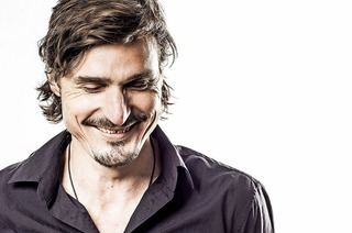 Marc Hofmann kommt am 10.3. umd 20 Uhr mit seinem Musikprogramm in die Rainhofscheune nach Kirchzarten.