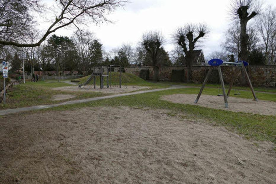 Spielplatz beim Friedhof - Breisach