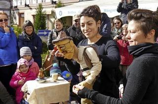 Ortenauer Puppenparade mit internationalen Künstlern ist eröffnet