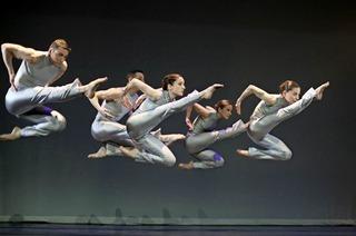 Rioult Dance Company New York mit einer einzigartigen Verbindung von klasssicher Musik und modernem Tanz in der Stadthalle
