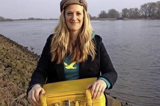 """Anna Magdalena Bössen stellt in der Buchhandlung Kastl in Lörrach ihr Werk """"Deutschland. Ein Wandermärchen"""" vor"""