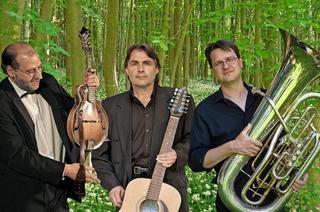 """""""Die Zwei und der mit der Tuba"""" in Haltingen"""