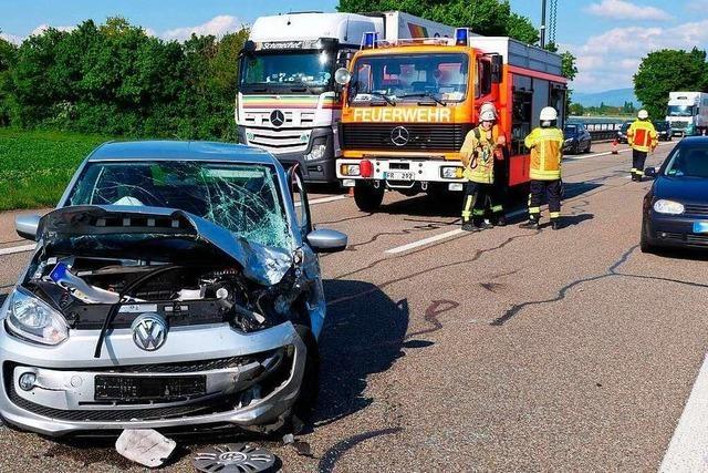 Unfall auf der A 5 bei Bad Krozingen im dichten Feierabendverkehr