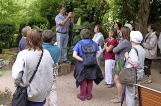 Hansjörg Haas führt durch drei private Gärten am Oberrhein