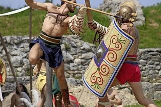 Gladiatorenkämpfe und Ausstellung im Amphitheater in Brugg und Windisch