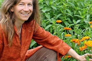 Astrid Fiebich stellt Frühlingskräuter vor