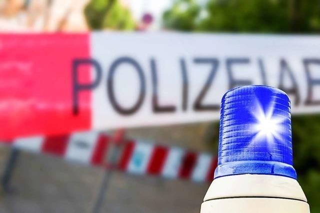 Sattelschlepper mit Schuhen steht in Basel in Flammen