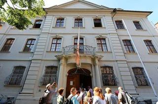 """BZ-Leserinnen und -Leser erkunden das Haus """"Zum schönen Eck"""""""