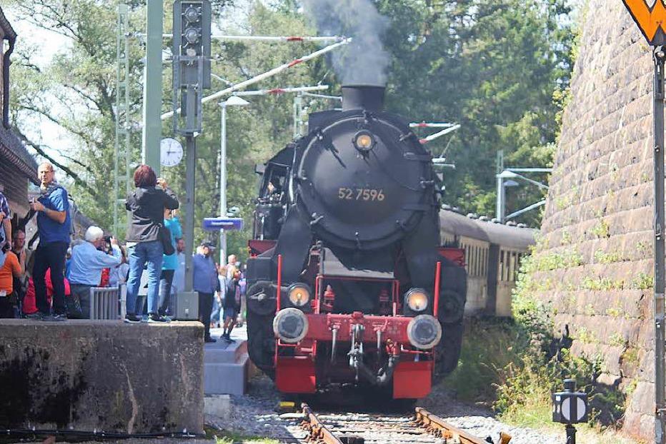Unter Dampf: Historisches Bahnhofsfest in Seebrugg