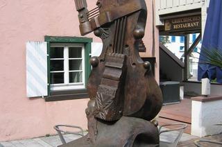 Viola-Skulptur (Storchenplatz)