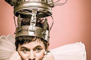 """Freiburg: Bea von Malchus und ihr neues Erzähltheaterprogramm """"Queens"""""""