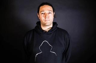 Manfred Groove rappt tanzbare sprachliche Wimmelbilder im VIA