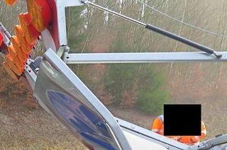 Lkw rast auf der A5 ungebremst gegen Blitzwand vor einer Baustelle