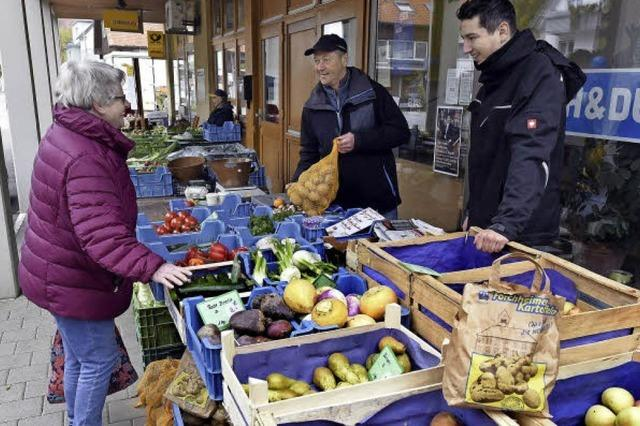 In Ebnet ersetzt der kleine Wochenmarkt die fehlenden Geschäfte