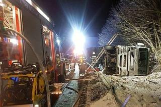 Hängerzug umgekippt, B 31 bei Neustadt wieder frei