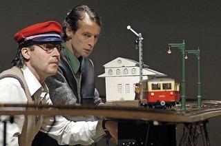 """""""Höchste Eisenbahn"""" des Theater Handgemenge im Lörracher Burghof"""