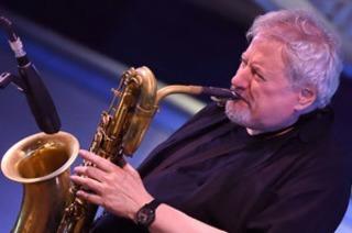 Bariton-Saxofonist Ronnie Cuber tritt im Jos-Fritz-Café auf
