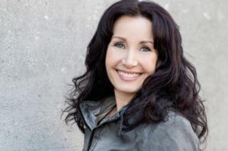 Mezzosopranistin Alexandra Weiss singt Weihnachtslieder