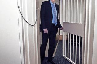 35 Zentimeter dick und mehr als drei Tonnen schwer ist die Tür zum Tresorraum der Raiffeisenbank in Denzlingen