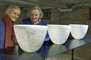 """""""Weißes Gold"""" mit Porzellanarbeiten von Arnold Annen und Violette Fassbaender in Weil-Haltigen"""