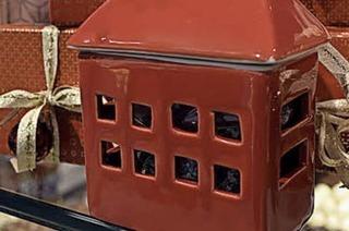 Ein Häuschen, mit Konfekt gefüllt