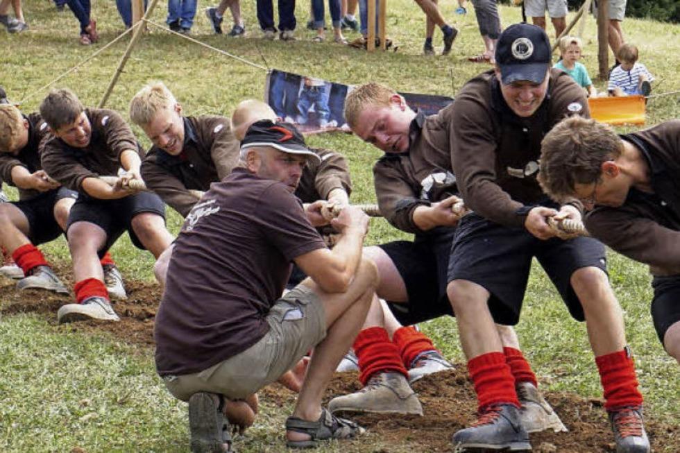 Macht auf die Tür: Die starken Jungs von Horben hängen
