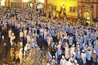 Machbar, oder? 600 Hemdglunker auf Waldkirchs Marktplatz
