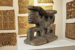 Karl-Heinz Niechoj referiert im Museum Weiler Textilgeschichte über Bakuba-Textilien