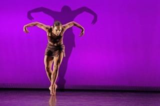Tänzerisch bewegte Schattenbilder