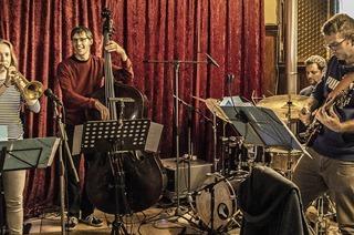Die Jonas Sisters spielen im Schlosskeller