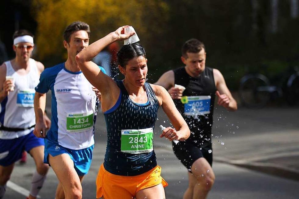 Die Hitze macht den Läufern beim Freiburg-Marathon zu schaffen - Badische Zeitung TICKET
