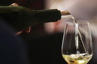 Beim Lörracher Weindorf kann man über 100 Weine verkosten