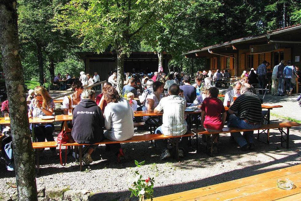 Waldfestplatz Schöne Aussicht (Hägelberg) - Steinen