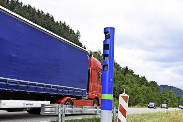 Eine Säule für die Lastwagen-Maut