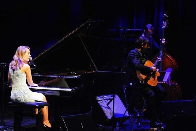 Sarah McKenzie hat mit ihrer Band in Saint-Louis ein mitreißendes Konzert gegeben
