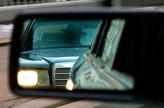 Dichtes Auffahren, Ausbremsen, Lichthupe: Wann wird es strafbar?