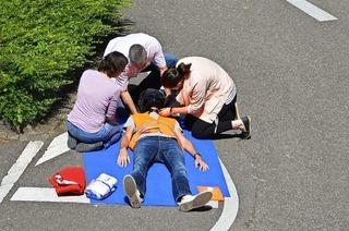 Wann man nach einem Unfall erste Hilfe leisten muss