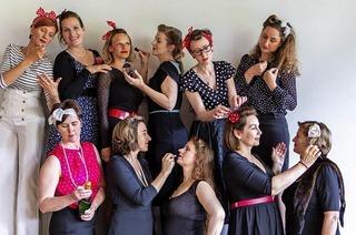 Dreizehn Mädels rocken die Bühne