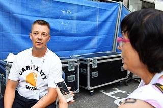 Der Lörracher Peter Reimtgut im Interview nach seinem Auftritt