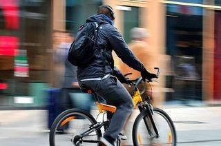 Wann Musikhören mit Kopfhörern auf dem Fahrrad erlaubt ist