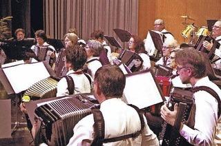 Oldies 96 des Handharmonikaverein Neuenburg in Neuenburg