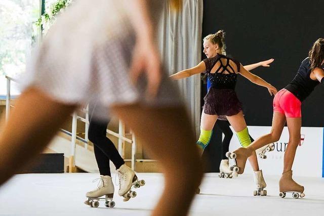 Wie eine Choreographie beim Rollkunstlaufen in Schwung kommt
