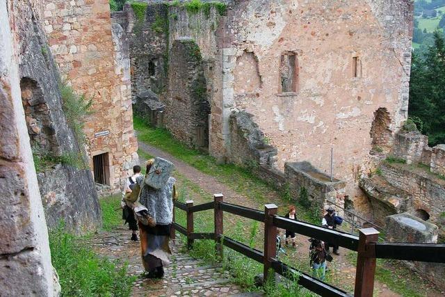 Wanderung von der Kastelburg zur Hochburg