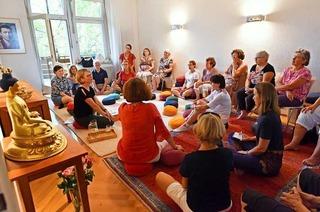 BZ-Leserinnen und Leser meditieren im Buddhistischen Zentrum Wiehre