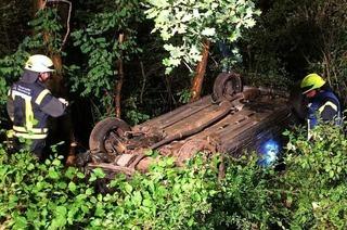 Auto überschlägt sich kurz vor Mitternacht auf der A5