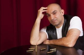"""Kabarettist Django Asül mit """"Letzte Patrone"""" im Burghof"""