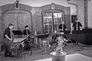 Percussion-Quartett Nontacet tritt im Dorfgasthaus Bolando auf
