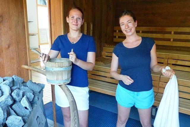 Diese zwei Saunameisterinnen aus March haben die Hitze im Griff